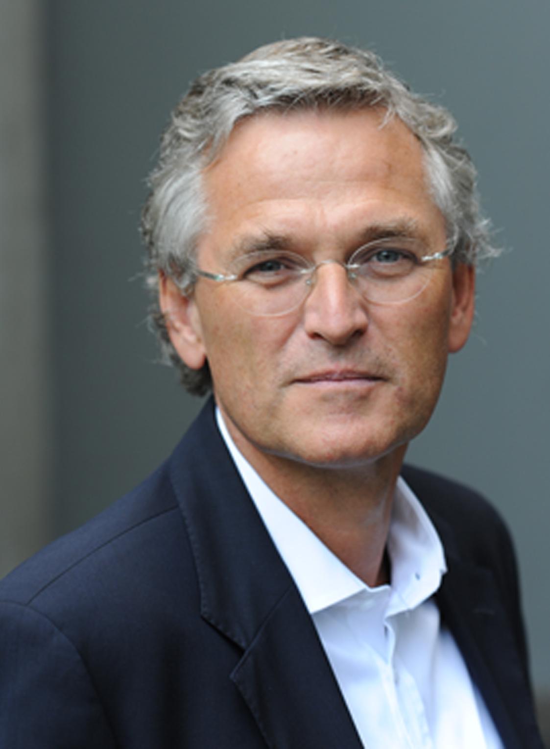 ... daneben sitzt ZDF-Chefredakteur Elmar Theveßen. Bild: Helmut Kunz