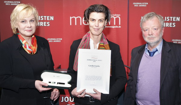 """Annette Milz (Chefredakteurin """"medium magazin""""), Carolin Emcke, Journalistin des Jahres 2010 und Laudator Michael Jürgs (Publizist), Foto: W. Borrs"""
