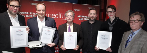 "Philipp Köster (""11 Freunde""), Oliver Welke (""heute show""), Hans Zippert (""Die Welt""), Stefan Niggemeier und Lukas Heinser (""Oslog.tv"") mit Laudator Bernd Gäbler, Foto: W. Borrs"
