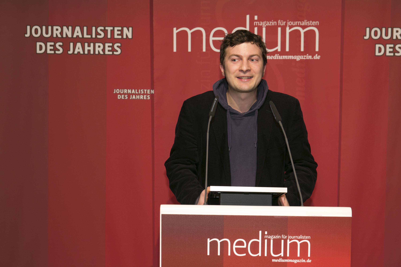 """DEU, Berlin, 03.02.2014, medium magazin, Feier und Preisverleihung an die """"Journalisten des Jahres 2013"""", Cafe im Zeughaus im Deutschen Historischen Museum, Stefan Sichermann (Der Postillon, Kultur/Unterhaltung 1.),   [ (c) Wolfgang Borrs, Wiener Str. 11, D-10999 B e r l i n, Mobile +49.171.5332491, www.borrs.de, mail@borrs.de; ]"""