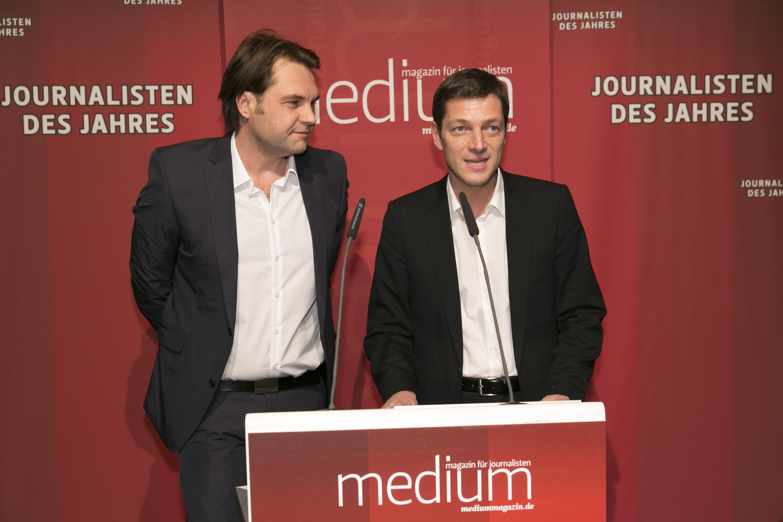 """DEU, Berlin, 03.02.2014, medium magazin, Feier und Preisverleihung an die """"Journalisten des Jahres 2013"""", Cafe im Zeughaus im Deutschen Historischen Museum, v.l.: Marcel Rosenbach (Der Spiegel, Journalist des Jahres 2013), Holger Stark (Der Spiegel, Journalist des Jahres 2013),  [ (c) Wolfgang Borrs, Wiener Str. 11, D-10999 B e r l i n, Mobile +49.171.5332491, www.borrs.de, mail@borrs.de; ]"""
