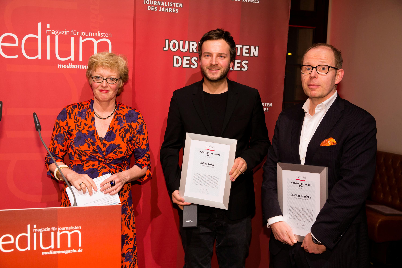 """DEU, Berlin, 23.02.2015, medium magazin, Feier und Preisverleihung an die """"Journalisten des Jahres 2014"""", Cafe im Zeughaus im Deutschen Historischen Museum, v.l.:  Julius Tröger (Berliner Morgenpost, Autor regional, 1.), Joachim Mischke (Hamburger Abendblatt, Autor regional, 3.), [ (c) Wolfgang Borrs, Wiener Str. 11, D-10999 B e r l i n, Mobile +49.171.5332491, www.borrs.de, mail@borrs.de; ]"""
