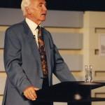 Wie ihn seine Schüler kennen: Wolf Schneider dozierend, 2004
