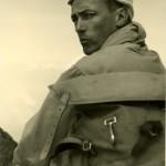 Der junge Wolf Schneider beim Bergsteigen, 1962